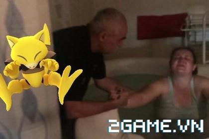 Choáng váng trước cảnh game thủ bắt được 37 Pokemon khi vợ đang lâm bồn 1