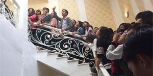 Hàng ngàn người chen lấn xô đẩy dành giật nhau giftcode Ngôi Sao Thời Trang