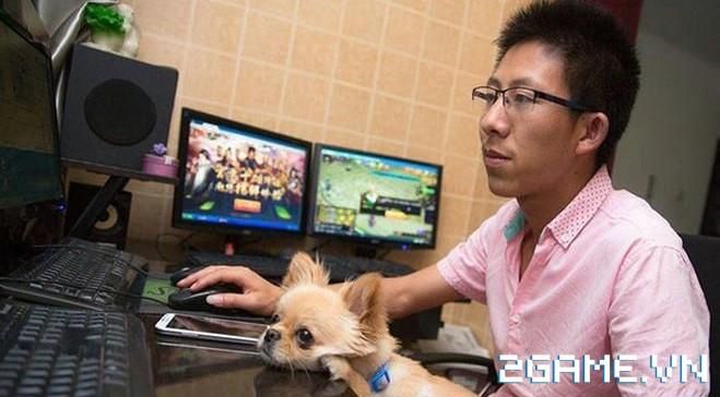 Thanh niên này chấp nhận bỏ việc văn phòng về quê cày game kiếm tiền nuôi gia đình 3