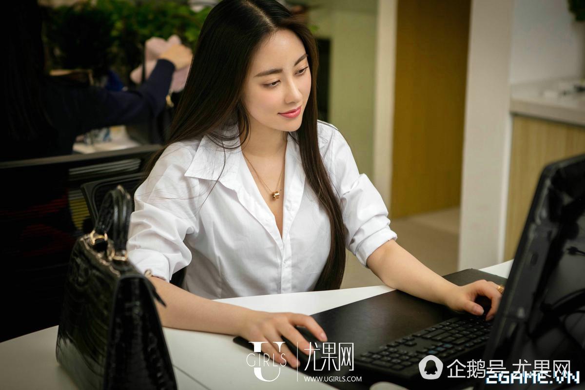 Nữ thư ký được thăng chức do biết chơi game online cùng với Sếp 0