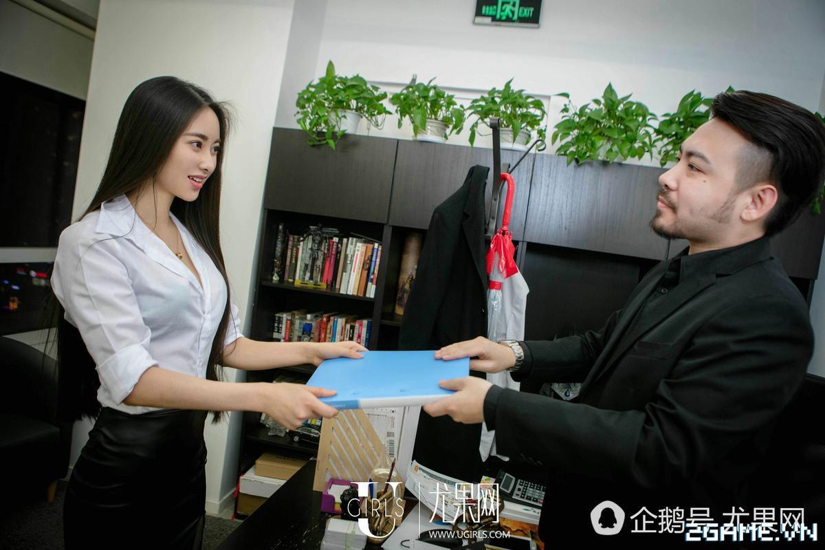 Nữ thư ký được thăng chức do biết chơi game online cùng với Sếp 20