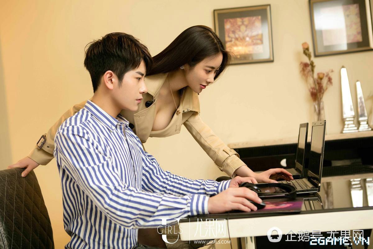 Nữ thư ký được thăng chức do biết chơi game online cùng với Sếp 21