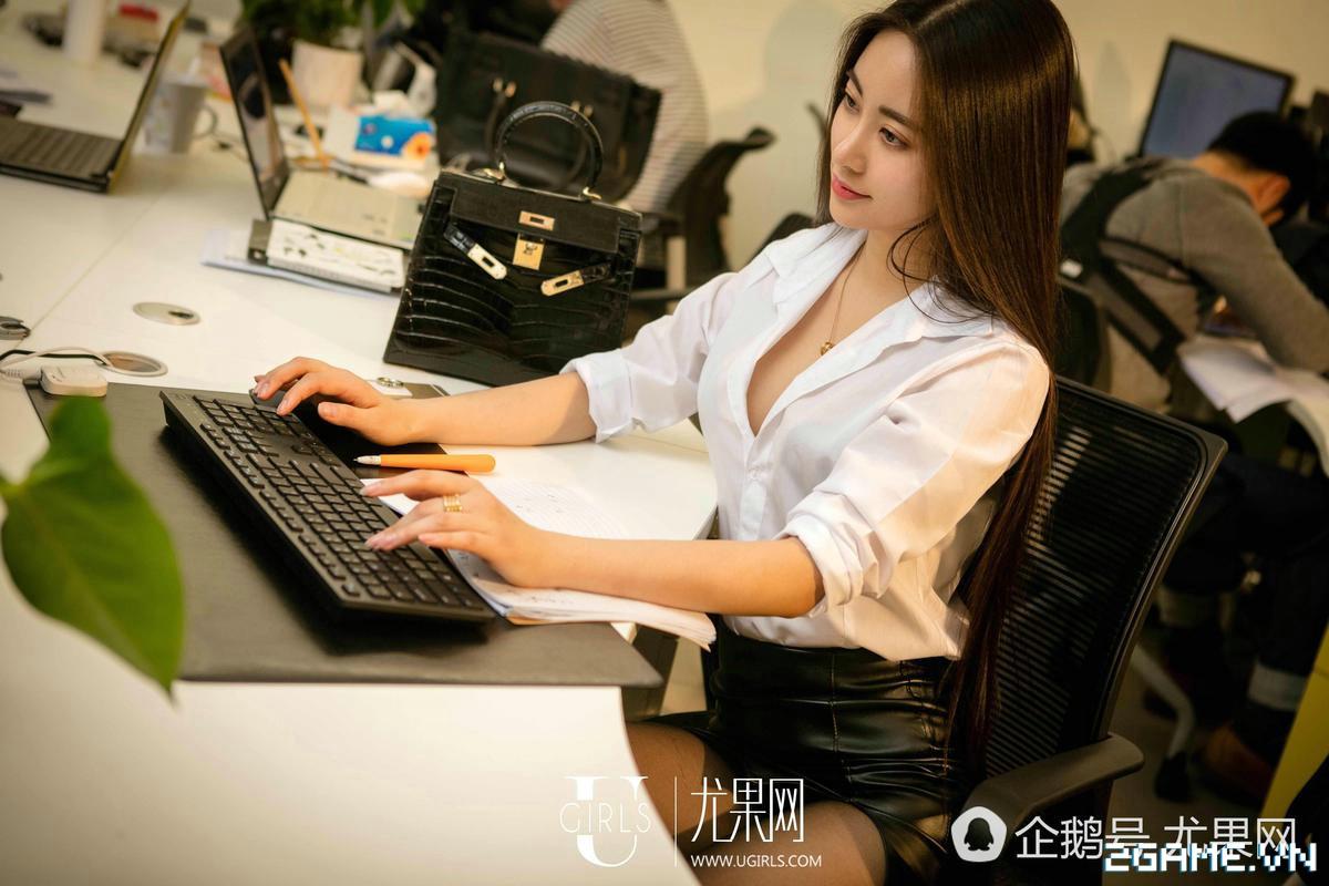 Nữ thư ký được thăng chức do biết chơi game online cùng với Sếp 6