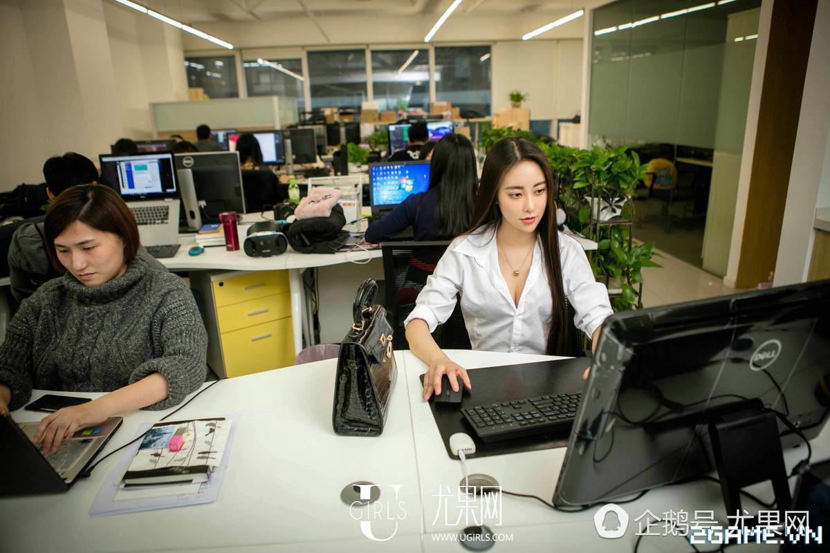 Nữ thư ký được thăng chức do biết chơi game online cùng với Sếp 1