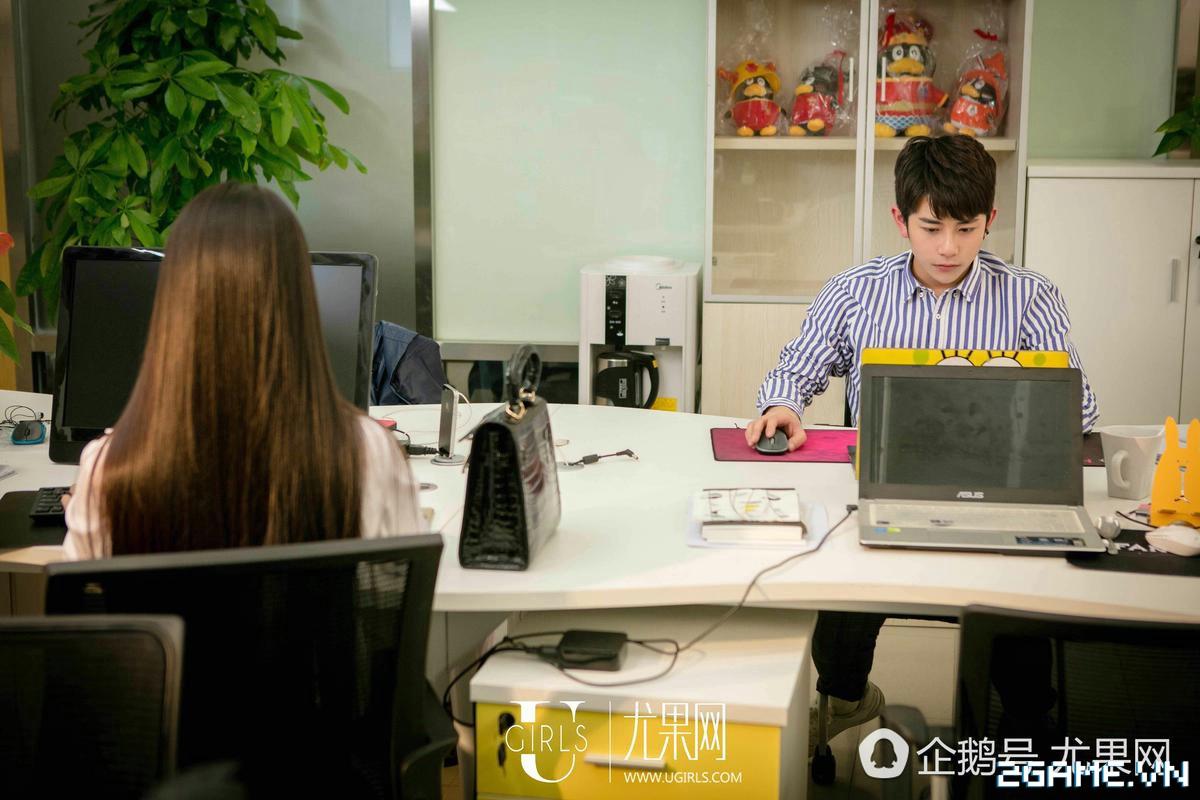 Nữ thư ký được thăng chức do biết chơi game online cùng với Sếp 5