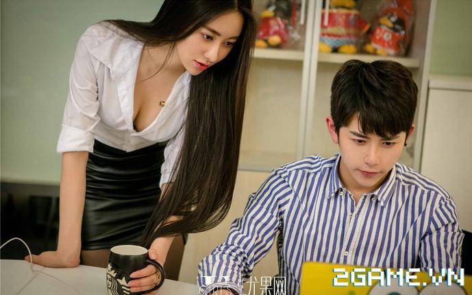 Nữ thư ký được thăng chức do biết chơi game online cùng với Sếp 9