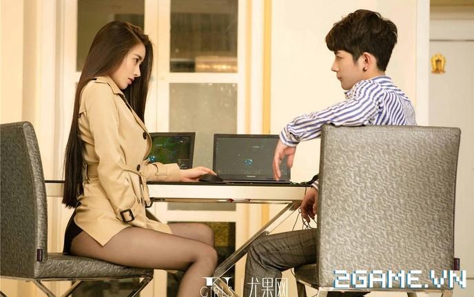Nữ thư ký được thăng chức do biết chơi game online cùng với Sếp 15