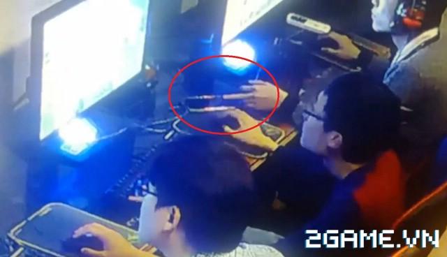 Game thủ mải chơi game mà bị trộm mất điện thoại lúc nào không hay 0