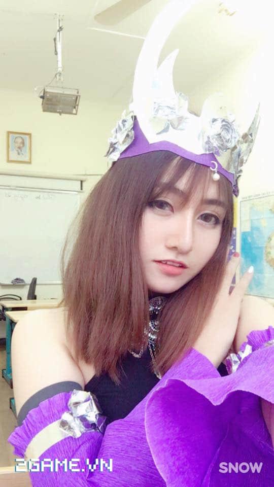 Gặp gỡ cô nàng nữ game thủ cosplay Ngũ Độc phái trong Võ Lâm Truyền Kỳ mobile 3