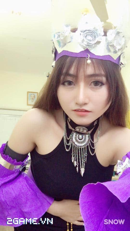 Gặp gỡ cô nàng nữ game thủ cosplay Ngũ Độc phái trong Võ Lâm Truyền Kỳ mobile 5
