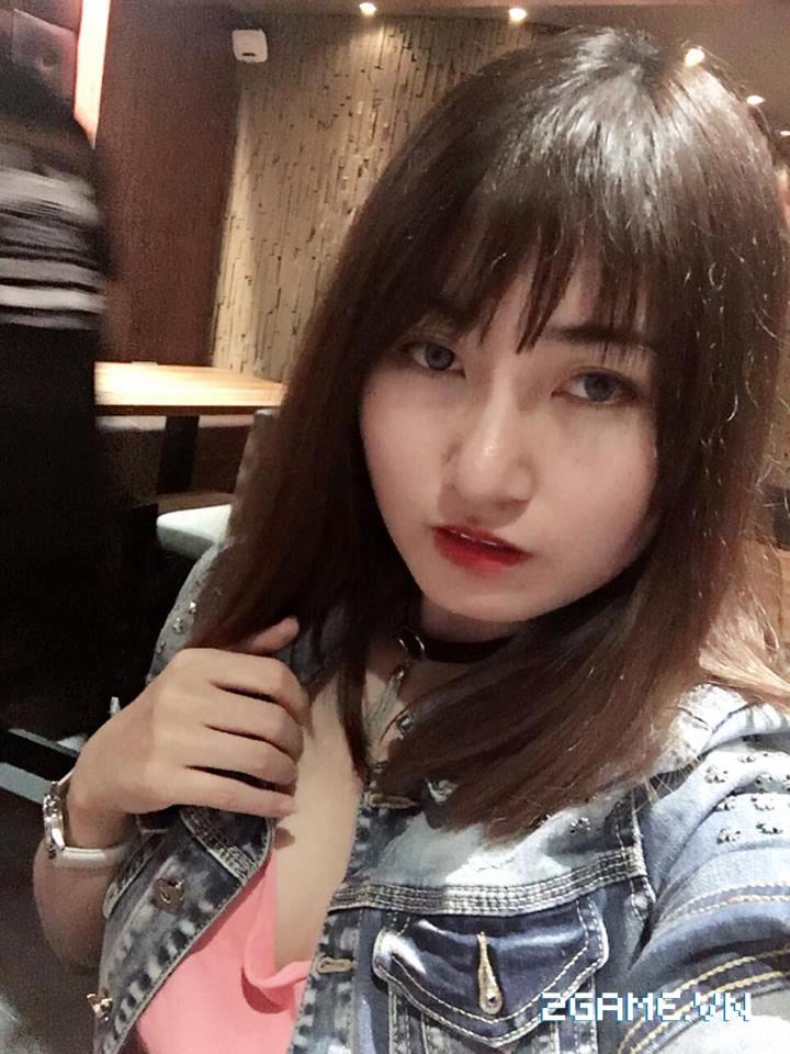 Gặp gỡ cô nàng nữ game thủ cosplay Ngũ Độc phái trong Võ Lâm Truyền Kỳ mobile 2