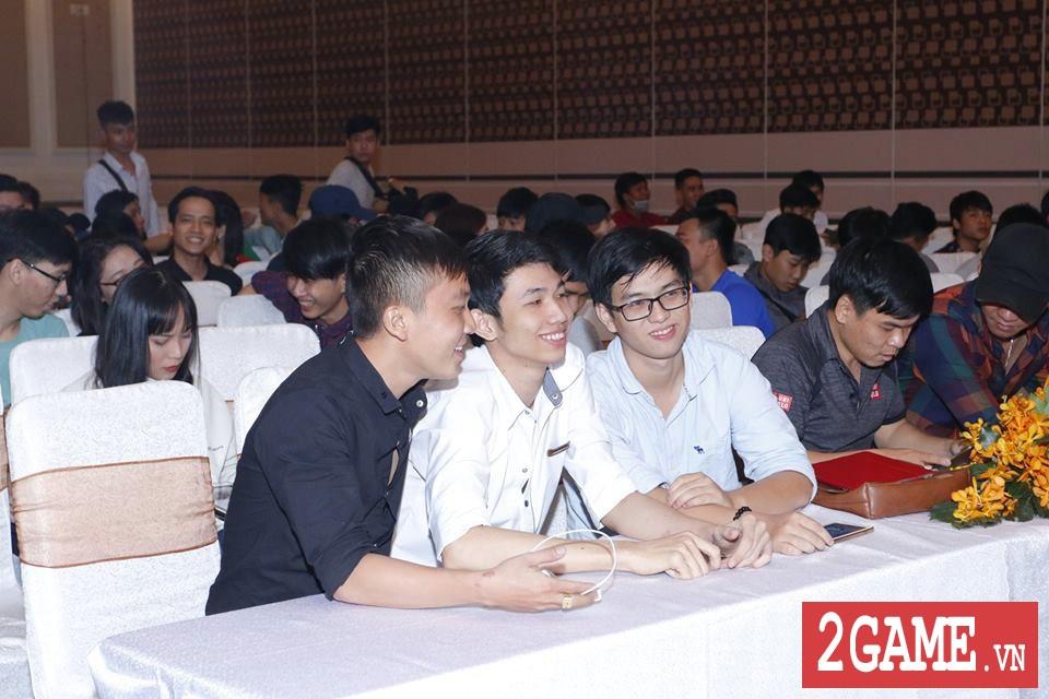 Rất đông game thủ 3Q 360mobi Sài Thành đến dự offline dù trời mưa bão 8