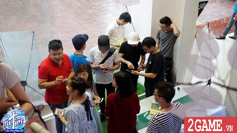 Đoàn người xếp hàng đăng ký trải nghiệm chế độ mới của Tru Tiên 3D trong buổi offline 0