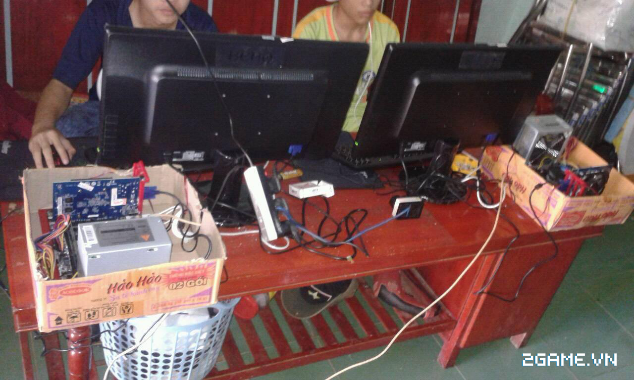 Chủ quán net chơi lạ đời bằng cách độ PC bằng thùng mì tôm 0