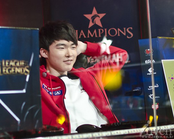 https://s3.cloud.cmctelecom.vn/2game-vn/pictures/images/2015/6/16/faker_3.jpg