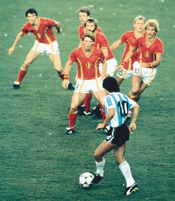 https://s3.cloud.cmctelecom.vn/2game-vn/pictures/images/2015/6/26/maradona_1.png