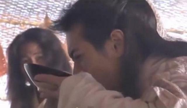 Sặc cười khi võ công Kim Dung trong phim chưởng bị dùng sai mục đích 2