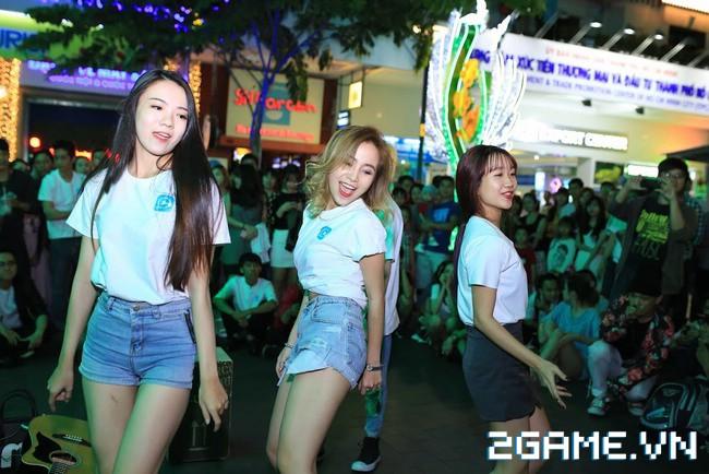 Idol TalkTV 'đại náo' Phố Đi Bộ Nguyễn Huệ 9