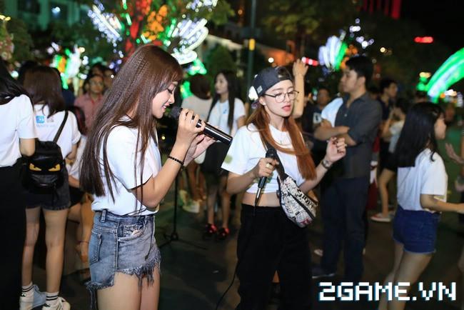 Idol TalkTV 'đại náo' Phố Đi Bộ Nguyễn Huệ 2