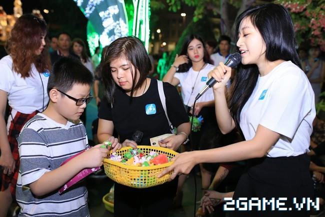 Idol TalkTV 'đại náo' Phố Đi Bộ Nguyễn Huệ 6