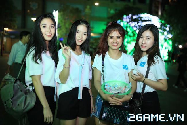 Idol TalkTV 'đại náo' Phố Đi Bộ Nguyễn Huệ 8