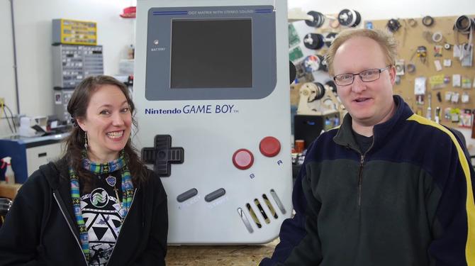 Một cụ ông quyết tâm chế tạo máy Game Boy khổng lồ 0