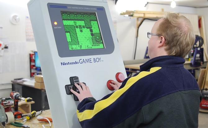 Một cụ ông quyết tâm chế tạo máy Game Boy khổng lồ 1