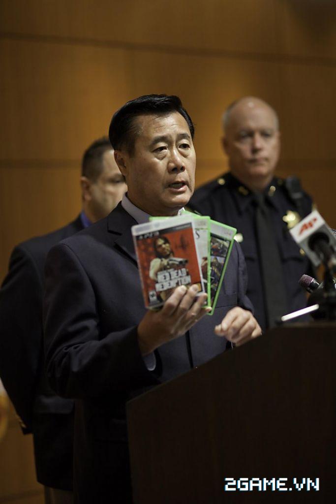 Bi hài trước chuyện thượng nghị sĩ chống game bạo lực bị kết án vì buôn bán vũ khí 2
