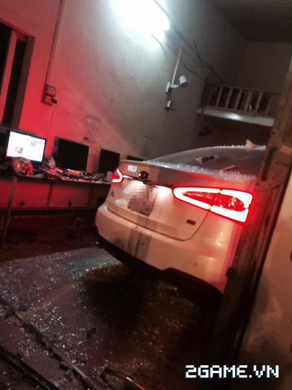 Hà Nội: Xe ô tô mất lái lao thẳng vào quán net 3