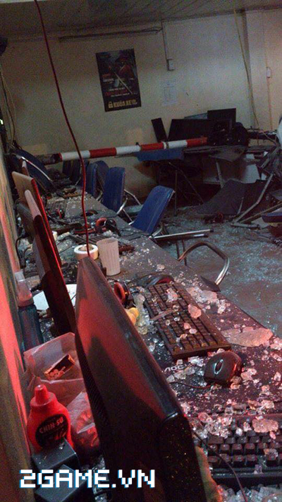 Hà Nội: Xe ô tô mất lái lao thẳng vào quán net 4