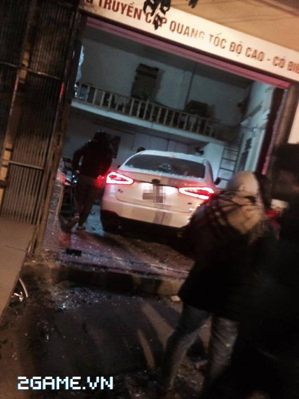 Hà Nội: Xe ô tô mất lái lao thẳng vào quán net 5