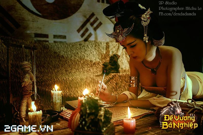 Lilly Luta khoe đường cong bốc lửa trong bộ cosplay Đế Vương Bá Nghiệp 10