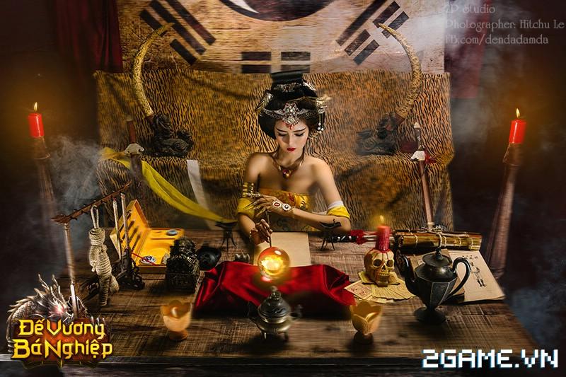 Lilly Luta khoe đường cong bốc lửa trong bộ cosplay Đế Vương Bá Nghiệp 2