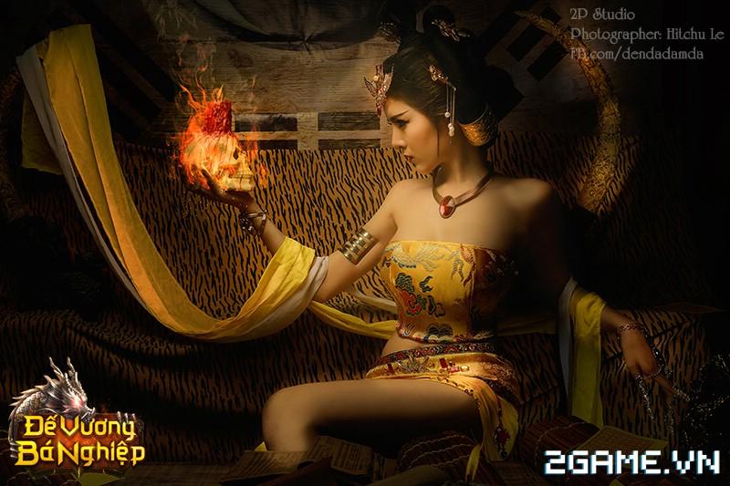 Lilly Luta khoe đường cong bốc lửa trong bộ cosplay Đế Vương Bá Nghiệp 3