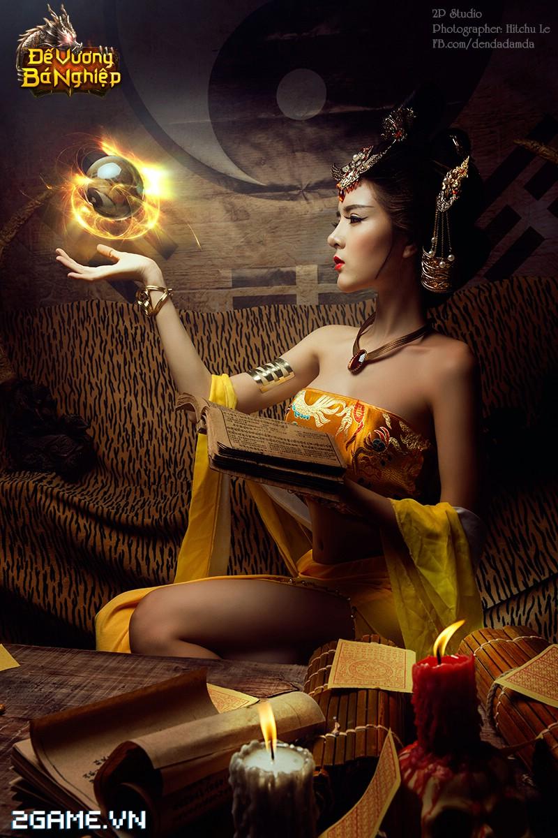 Lilly Luta khoe đường cong bốc lửa trong bộ cosplay Đế Vương Bá Nghiệp 4