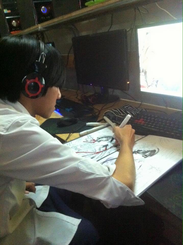 Thanh niên nghiêm túc ra net để tập vẽ Manga 0