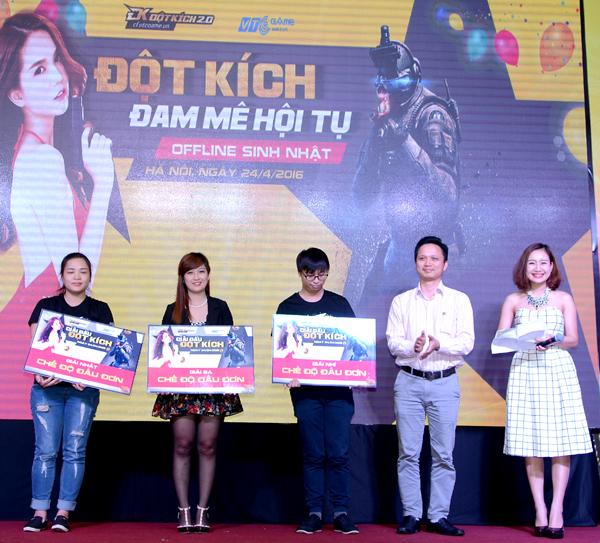 Đột Kích - Min và Sĩ Thanh quẩy hết mình cùng game thủ tại offline sinh nhật 9