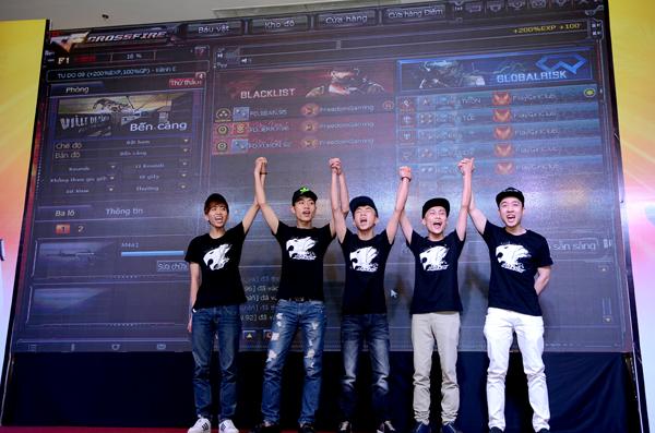 Đột Kích - Min và Sĩ Thanh quẩy hết mình cùng game thủ tại offline sinh nhật 12