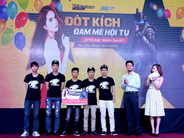 Đột Kích - Min và Sĩ Thanh quẩy hết mình cùng game thủ tại offline sinh nhật 3