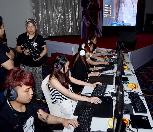 Đột Kích - Min và Sĩ Thanh quẩy hết mình cùng game thủ tại offline sinh nhật 6