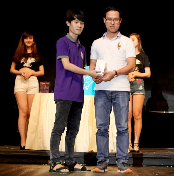 Đột Kích - Min và Sĩ Thanh quẩy hết mình cùng game thủ tại offline sinh nhật 7