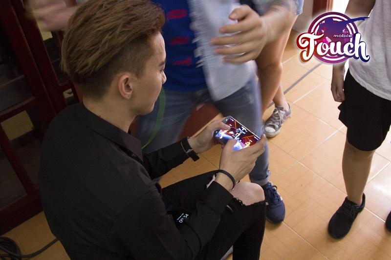 Touch Mobile - Rò rỉ hình ảnh MV mới của Nam Vương Bước Nhảy Hoàn Vũ 2016 hợp tác cùng GAMOTA 7