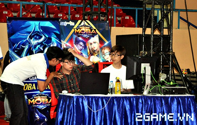 Huyền Thoại MOBA - Hàng ngàn game thủ đội nắng tham dự VTC Mobile Festival 6