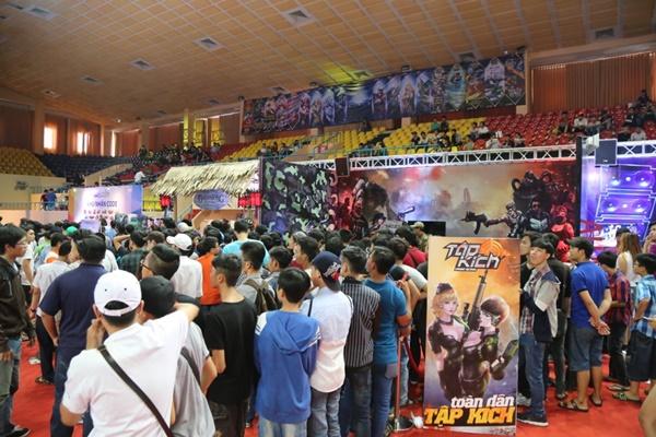 """Game thủ quá đông, gian hàng Tập Kích suýt """"vỡ trận"""" tại VTC Mobile Festival 0"""