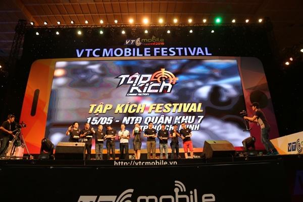 """Game thủ quá đông, gian hàng Tập Kích suýt """"vỡ trận"""" tại VTC Mobile Festival 9"""