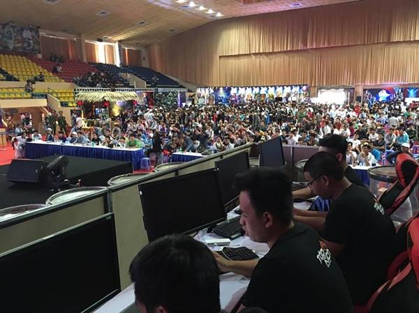 """Game thủ quá đông, gian hàng Tập Kích suýt """"vỡ trận"""" tại VTC Mobile Festival 5"""