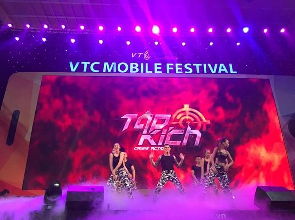 """Game thủ quá đông, gian hàng Tập Kích suýt """"vỡ trận"""" tại VTC Mobile Festival 6"""
