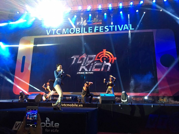 """Game thủ quá đông, gian hàng Tập Kích suýt """"vỡ trận"""" tại VTC Mobile Festival 7"""