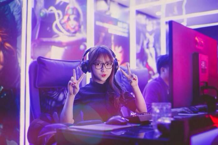 Nữ streamer CS:GO cởi đồ câu view ngay trên sóng stream 0