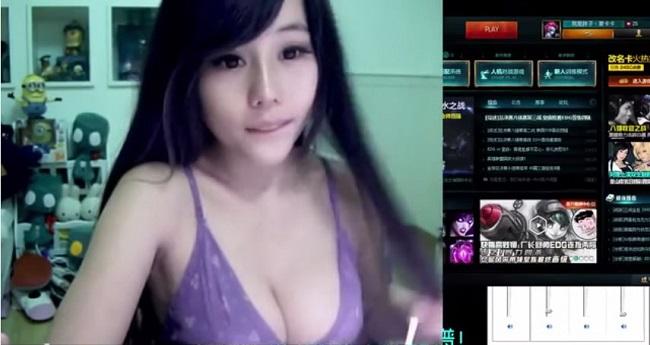 Nữ streamer CS:GO cởi đồ câu view ngay trên sóng stream 1